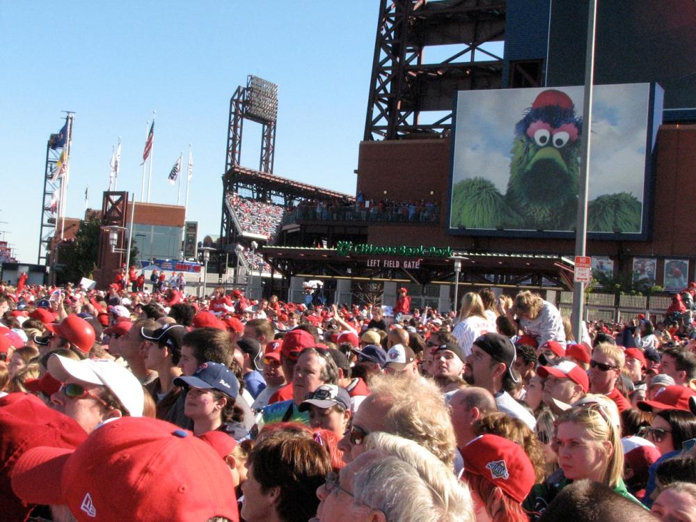 crowd-with-phanatic