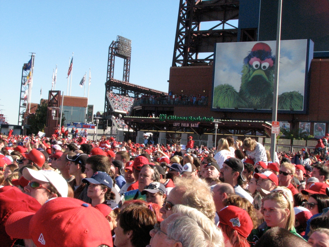 crowd-with-phanatic